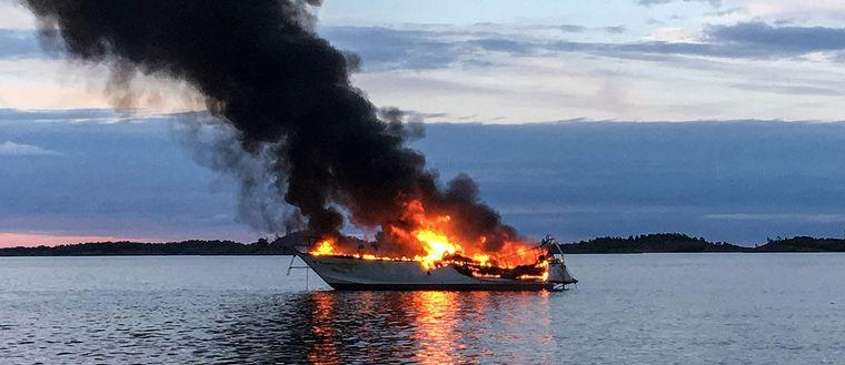 brand i en fritidsbåt utanför Södra Finnö i Sankt Anna skärgård