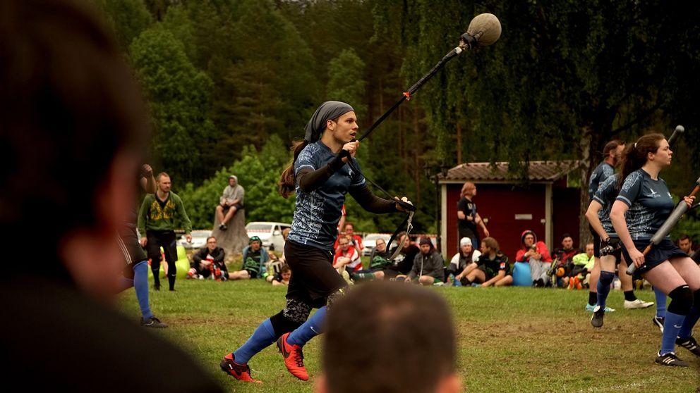 Jugger beskrivs som en kombination av fäktning och rugby.