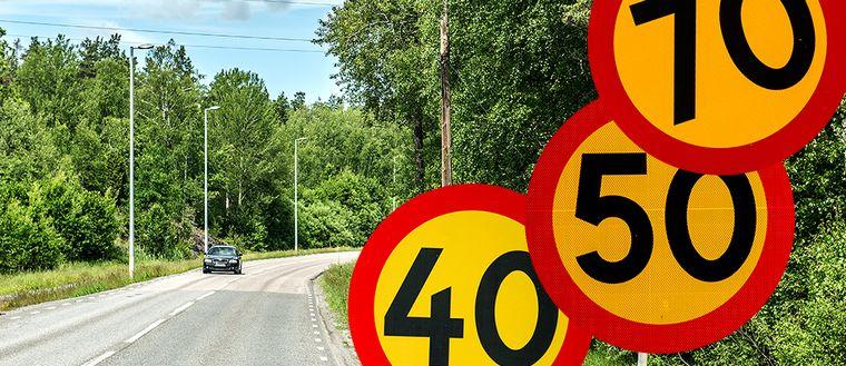 Boende i konflikt med Länsstyrelsen om hastighetsbegränsning på vägen.