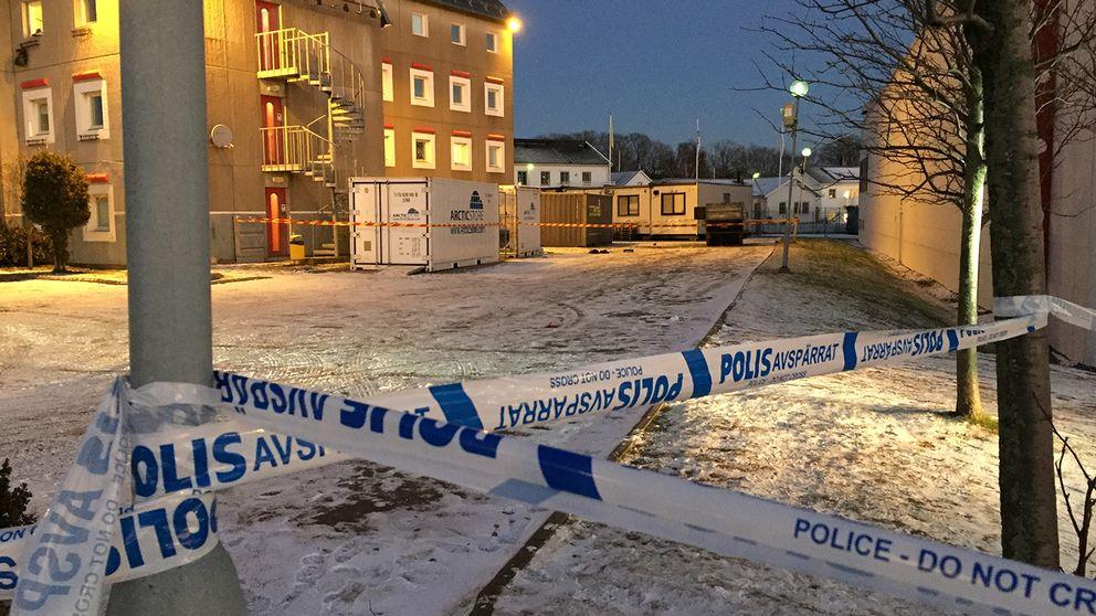 Polisen spärrade av platsen efter explosionen.