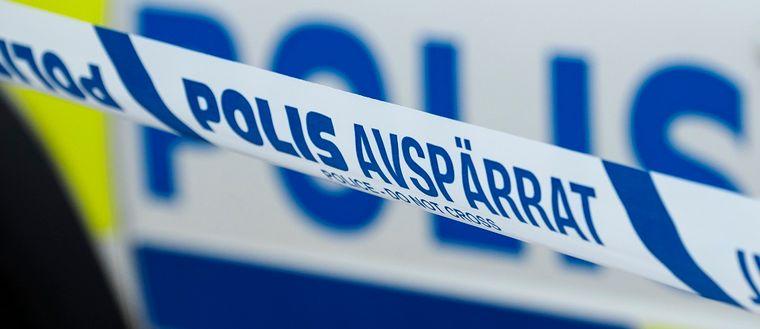 Polisbil och avspärrningsband
