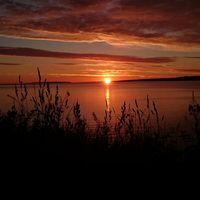 Detta är innan solen visar sig, jätte fina färger på himlen 9,4 plus och en skön morgon vid Vättern.