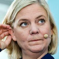 Finansminister Magdalena Andersson (S) blir intervjuad i Almedalen.