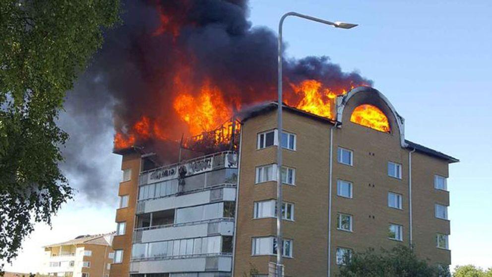 Brand i flerfamiljshus i Västerås