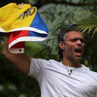 En jublande Leopoldo López i sitt hem i Caracas.
