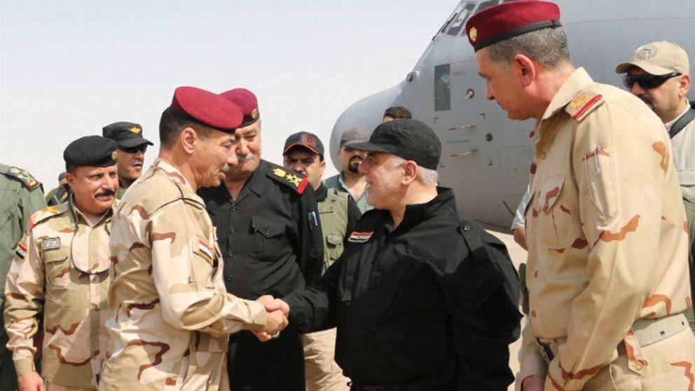 Terrororganisationen IS har drivits ur staden enligt premiärminister Haider al-Abadi. Här anländer han i Mosul.