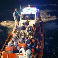 Fartyg på väg mot Italien med 358 migranter ombord.