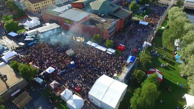 Sexuella ofredanden pa falufestival
