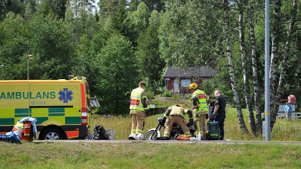 En motorcyklist tros vara allvarligt skadad efter en trafikolycka på E45:an i höjd med Edsvalla.  – Det pågår hjärt-lungräddning på plats, säger Magnus Lundqvist vid räddningstjänsten.