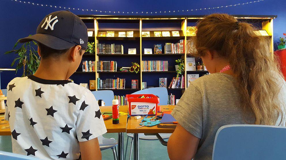 barn bibliotek Hovsjö pyssel böcker Södertälje sommarbibliotek