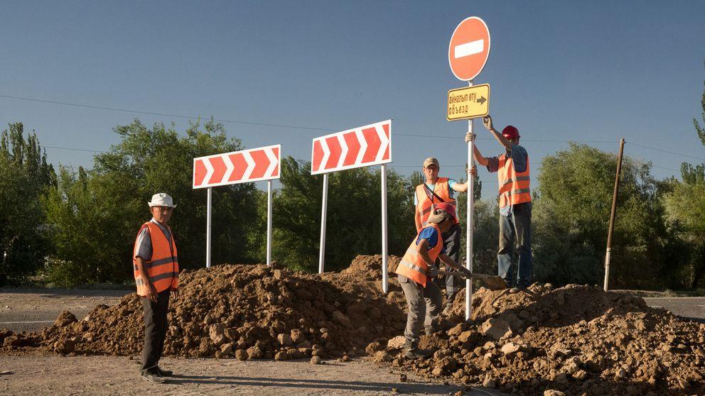 Sidenvägssatsningen är i biljonklassen och överallt byggs det oavbrutet.