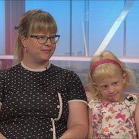 Ellenor och hennes mamma Cecilia blir intervjuade i SVT:s morgonsoffa
