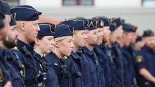 Polis dog under ranarjakt fyra anhallna