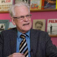 Det är en väldigt märklig åtgärd, måste jag säga. Det är inte ansvarsfullt att agera på det sättet som oppositionen gör, säger Ingvar Carlsson till DN.