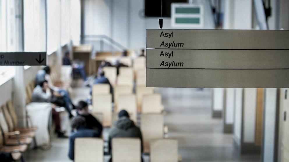 Asylprocess på Migrationsverket i Solna. Väntsal för asylsökande.