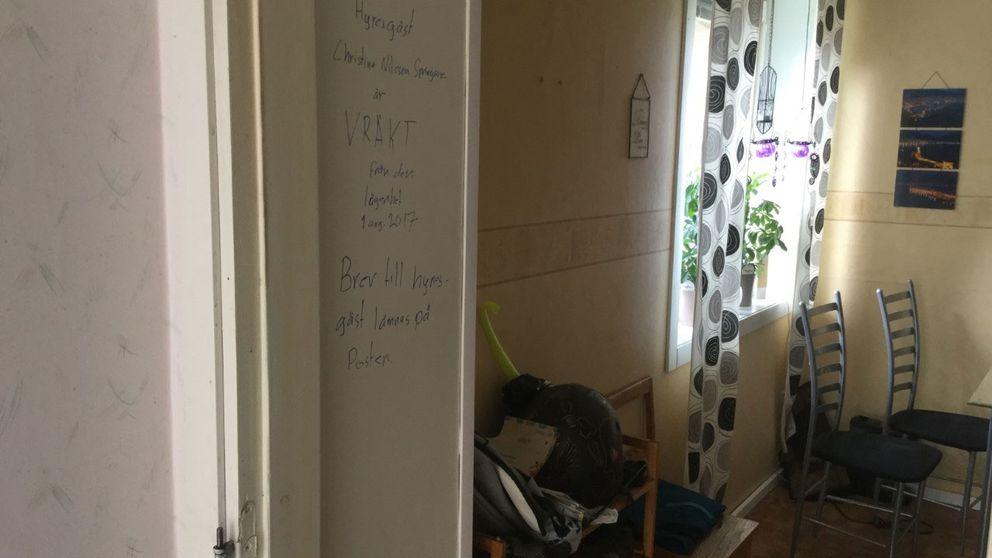 Hyresvärden har skrivit på väggen i lägenheten.