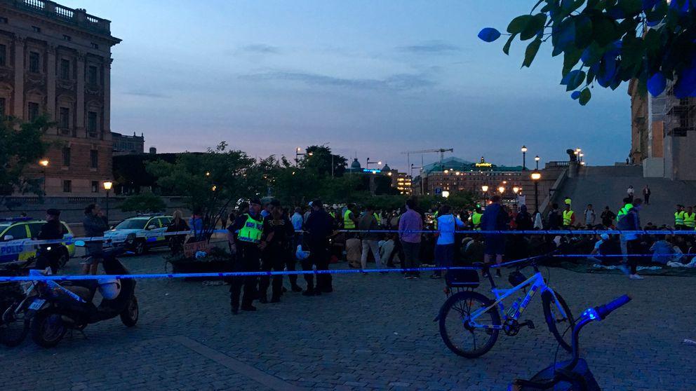 Demonstranter på mynttorget attackerades under tisdagskvällen.