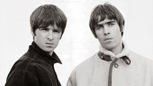 Noel och Liam Gallagher. OASIS Wonderwall video 1995