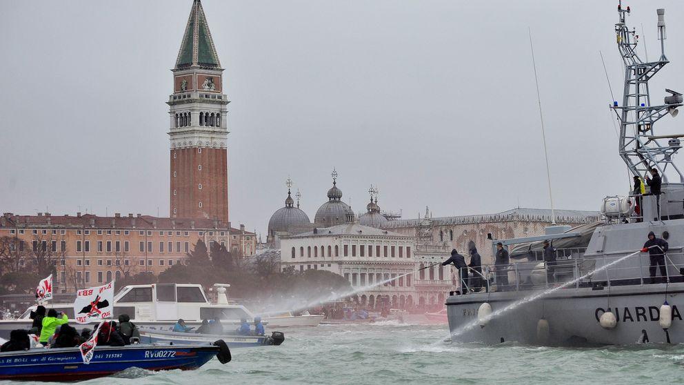 En demonstration mot kryssningsfartyg i Venedig i Italien. Arkivbild.