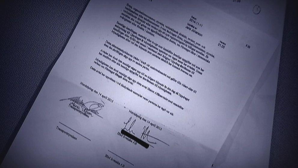 Avtalet är undertecknat av den tidigare generaldirektören Maria Ågren och IBM Sveriges vd Johan Rittner.