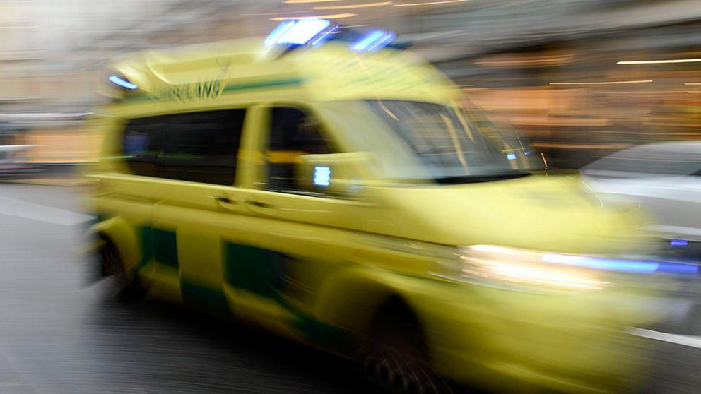 Två bilar och en cyklist inblandade i trafikolycka.