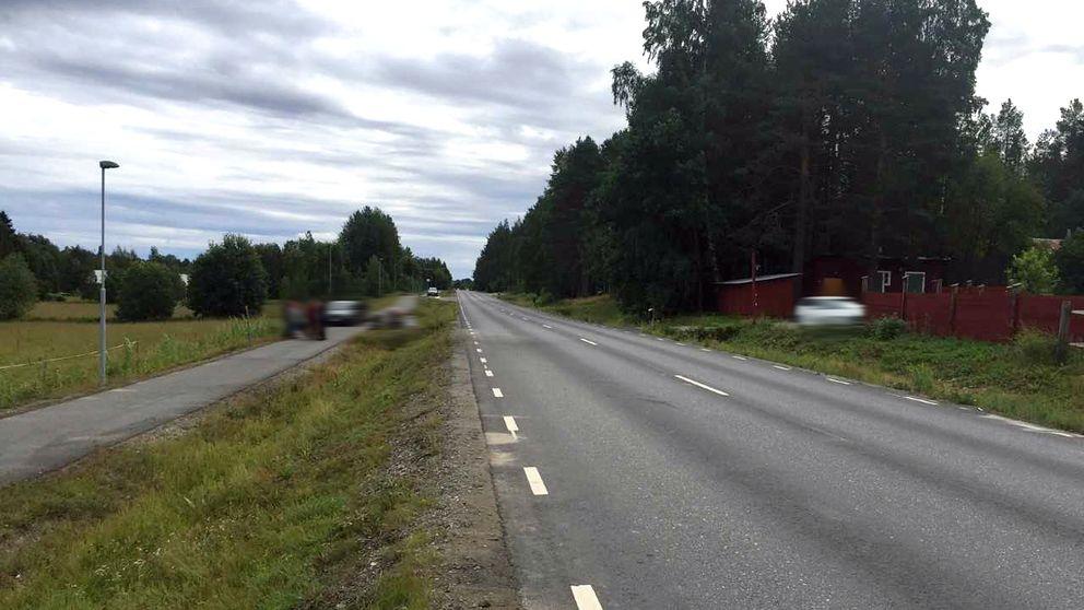 Här är vägsträckan på Bockholmsvägen där en 23-årig man omkom inatt. Boende har sedan tidigare varit kritiska mot hur vägen är utformad.