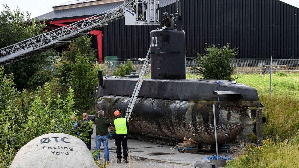 Ubåten lyftes i land i Frihamnen på lördagen efter bärgningen söder om Dragör.