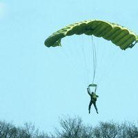 Fallskärmshoppare kraschade på Alnö
