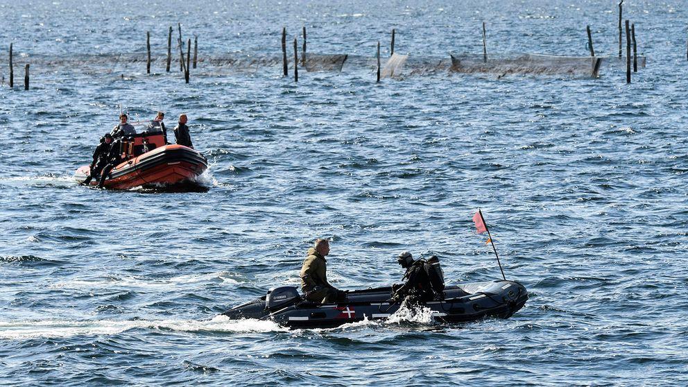 Dykare söker på tisdagen i vattnet där en kvinnokropp påträffats utanför Amager i Köpenhamn.