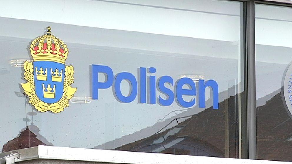 Skylt utanför polishuset i Linköping