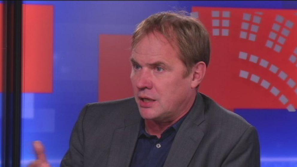 Journalisten Björn Häger intervjuas av Anita Kratz om sin bok Uppdrag Bildt