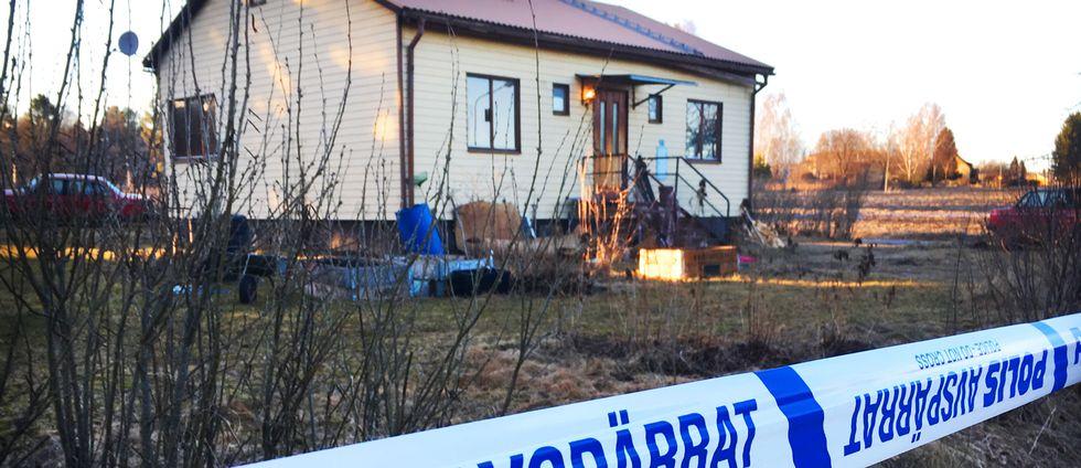 En kvinna i 30-årsåldern har hittats död i en bostad i Långshyttan.