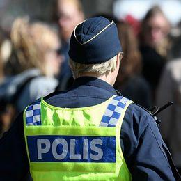 Poliser patrullerar