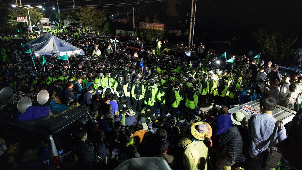 8000 poliser och 500 obeväpnade demonstranter