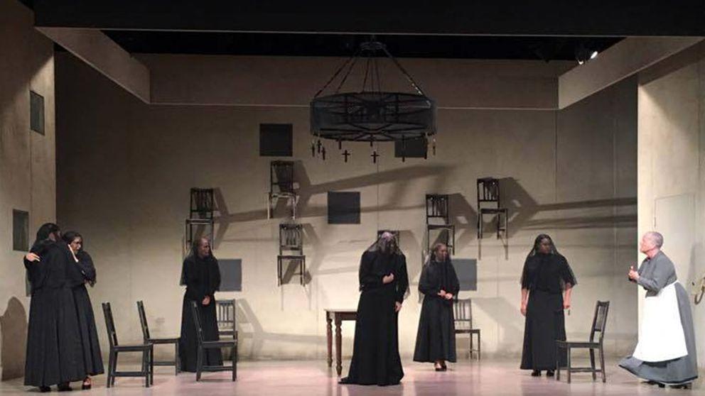 Just nu turnerar Riksteaterns Tyst Teater runt i Sverige med Federico García Lorcas klassiska familjedrama Bernardas hus.