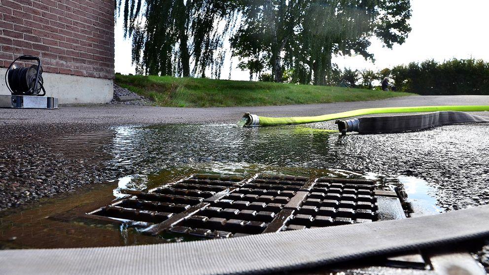 Vatten pumpas ur kulvertar i Norrköping