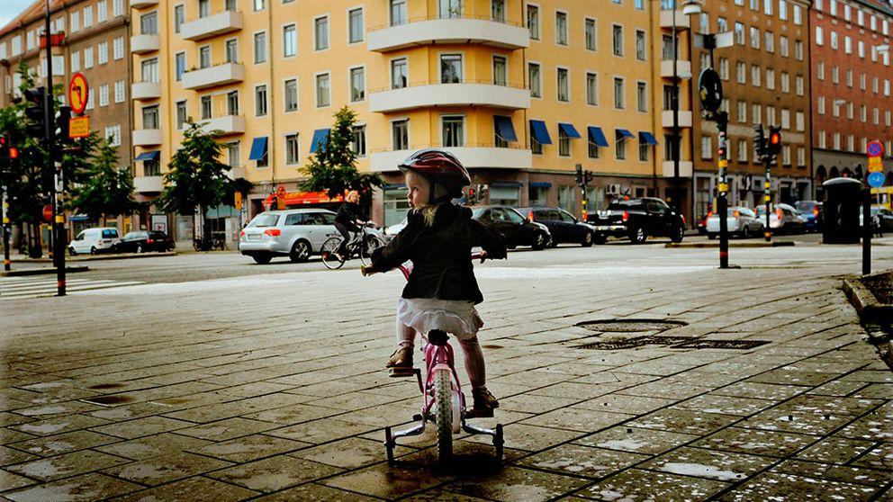 Allt färre barn dör i cykelolyckor