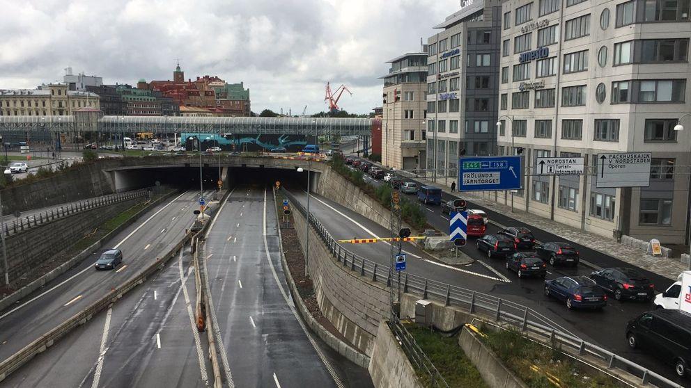 Reparationerna i Götatunneln skapar långa köer i centrala Göteborg under onsdagsförmiddagen.