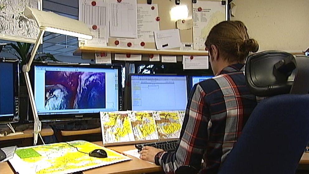 SMHI-anställd vid datorer