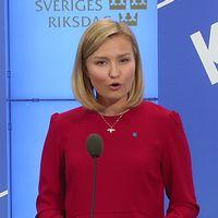 Ebba Busch Thor (KD) presenterar vård- och omsorgsförslag på en pressträff