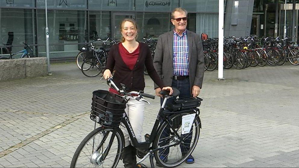 Rebecka Hovenberg (MP), Elcykel och Gunnar Broman (L).