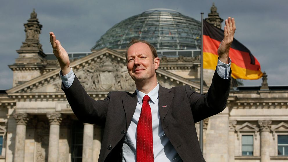 Die Parteis Martin Sonneborn framför den tyska riksdagen.