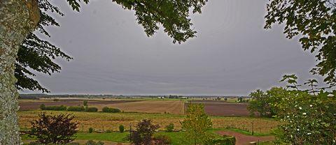 Utsikt från Husaby kyrkas kyrkogård. Lite mulet väder,hoppas på klart fint höstväder,varit en tråkig höst tills nu.