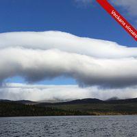 Moln rullar ner för Lapplandsfjällen i Fatmomakke.