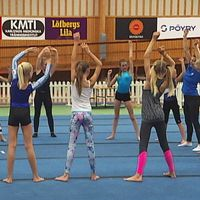 Det är trångt i Wåxnäshallen när Karlstad Gymnastikförening tränar