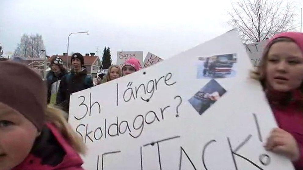 Arkivbild demonstration mot skolnedläggningar i Pajala kommun