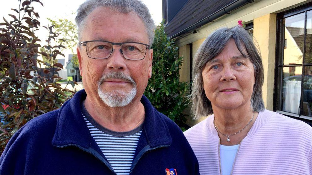 Stellan och Lottie Carlson i Skanör har skänkt möbler och husgeråd.