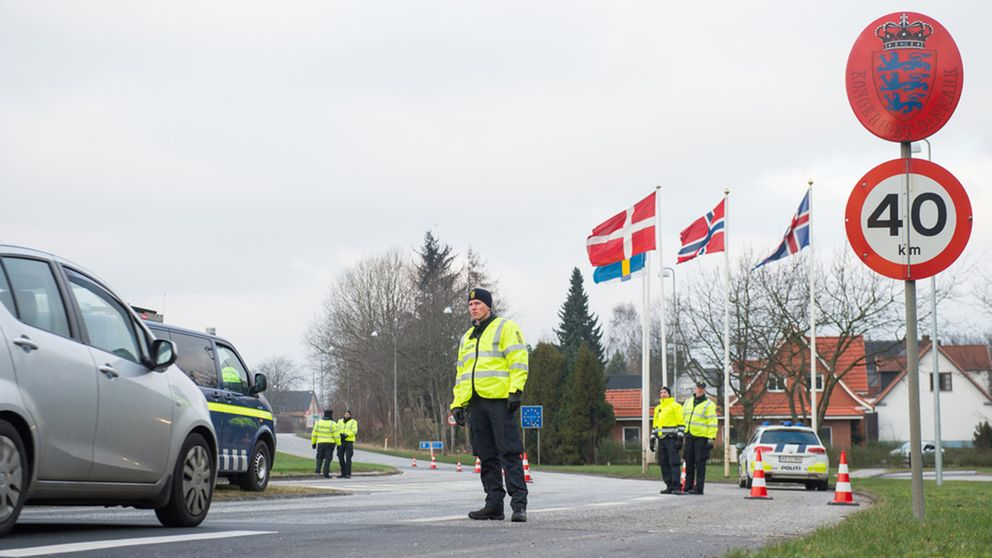 Danska poliser vi gränskontroll. Arkivbild.