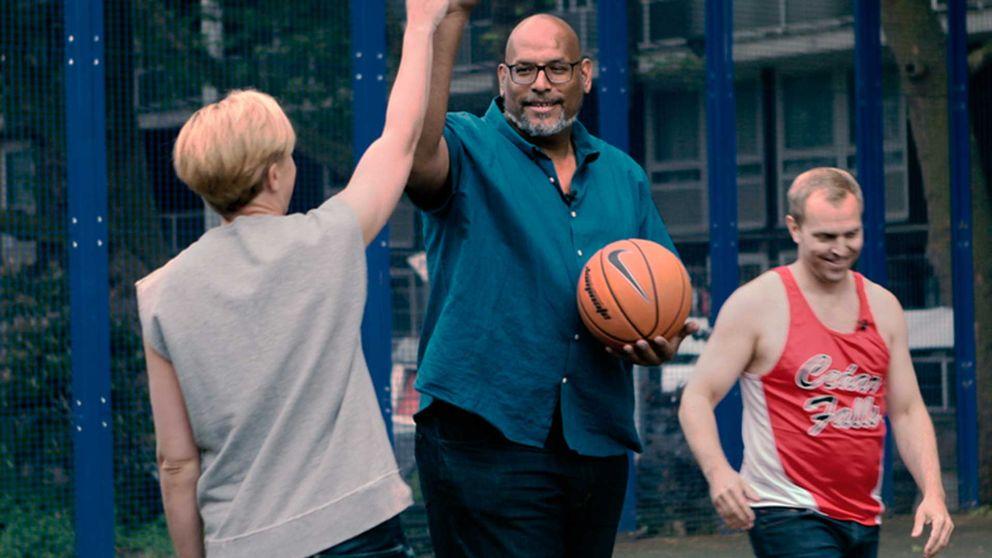 Fd NBA-stjärnan John Amaechi valde att komma ut ur garderoben först efter basketkarriären.