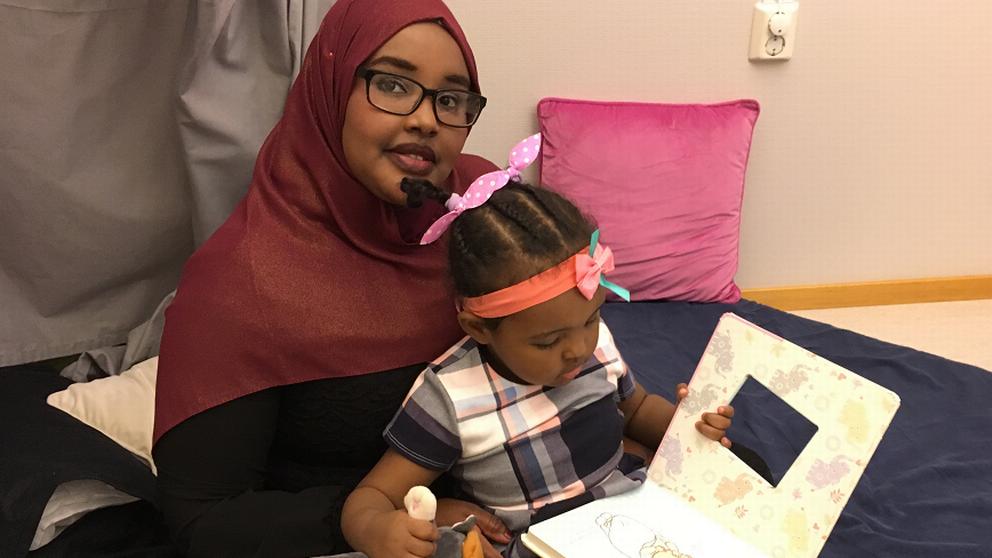 Deeqa Xuseen med sin dotter.
